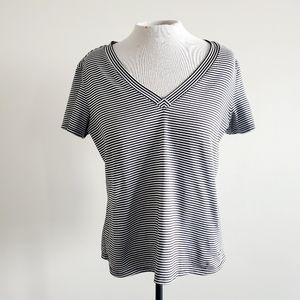 🎁 FREE w/ BUNDLE NIKE DRY FIT Striped t-shirt